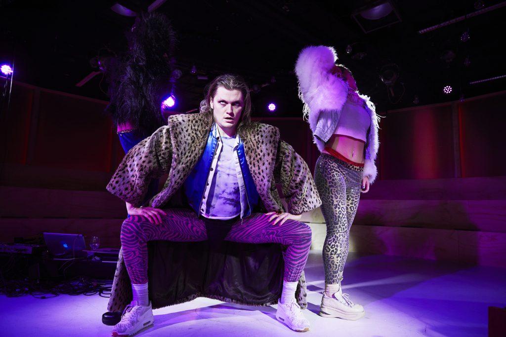 Momentet aarhus Teater LOC kulturmor teateranmeldelse