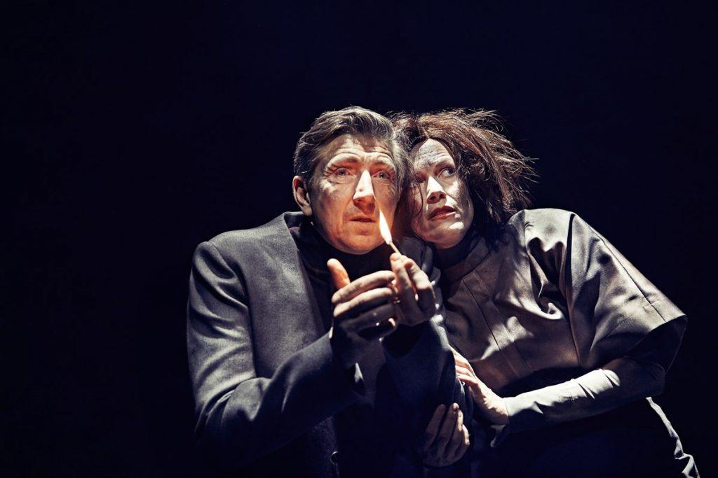 biedermann og brandstifterne anmeldelse aarhus teater kulturmor