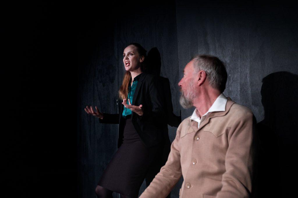 the nether teateranmeldelse kulturmor
