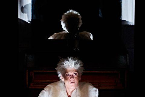 den hellige nat familie teater anmeldelse
