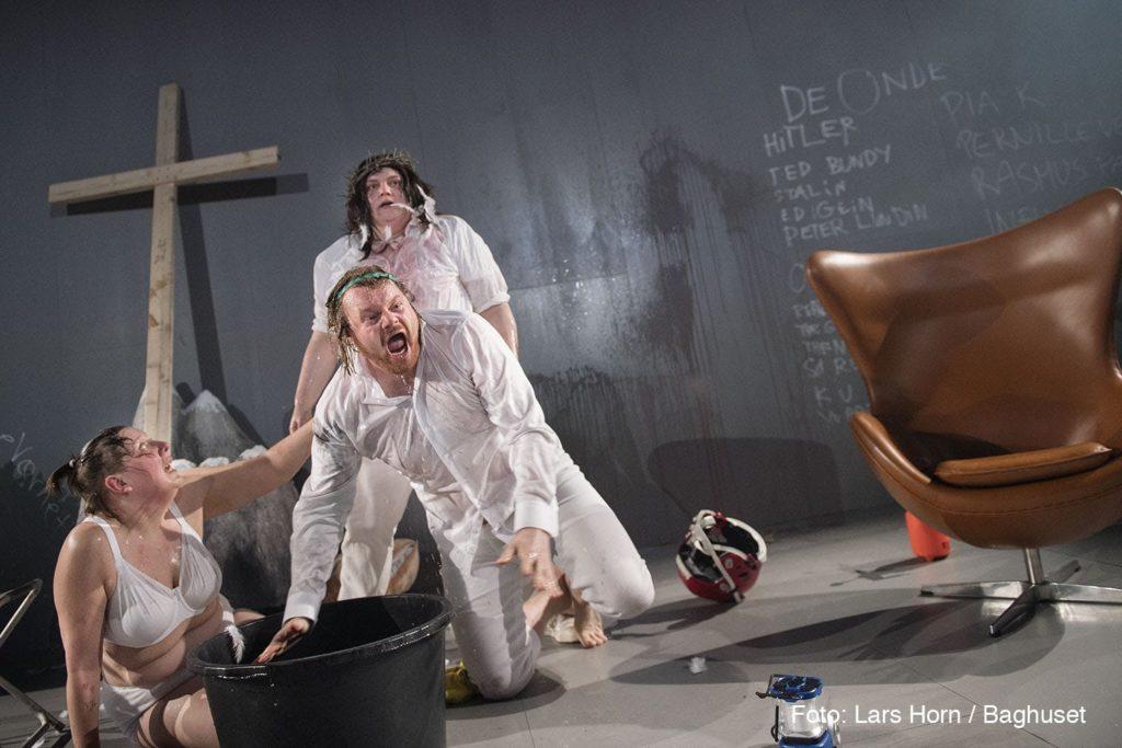 det gode vs det onde tue bibring aalborg teater information anmeldelse