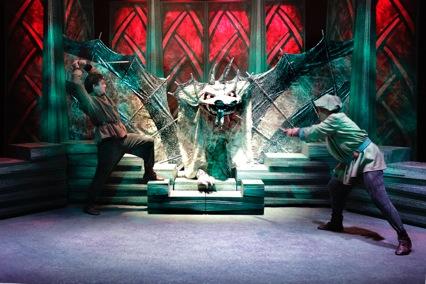 sværdet i stenen louise schouw teater anmeldelse information