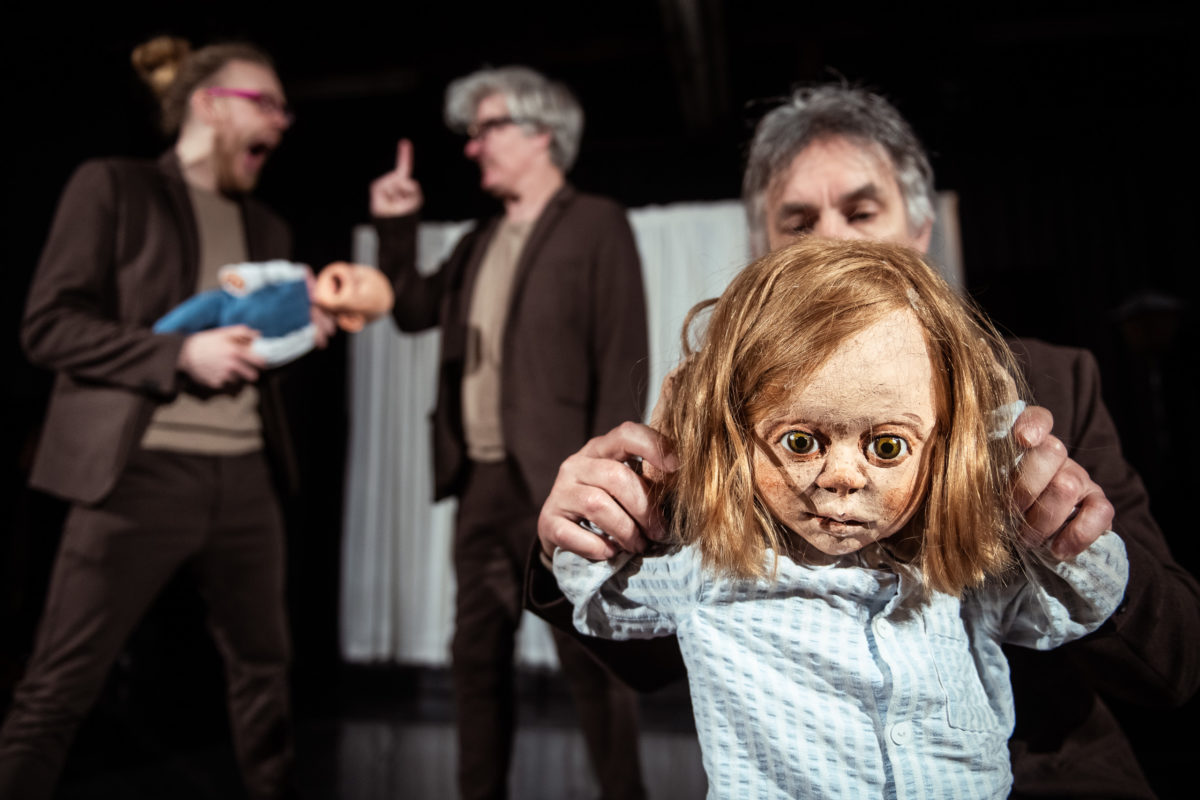tandfeen-teater-patrasket-foto-soeren-meisner-s-6623-1200x800