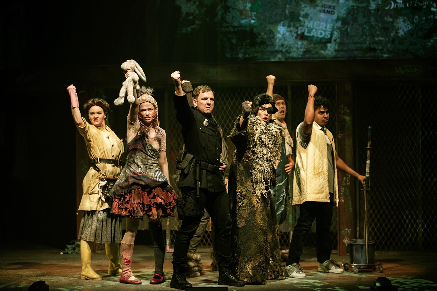 urinetown fredericia teater scene anmeldelse kulturmor