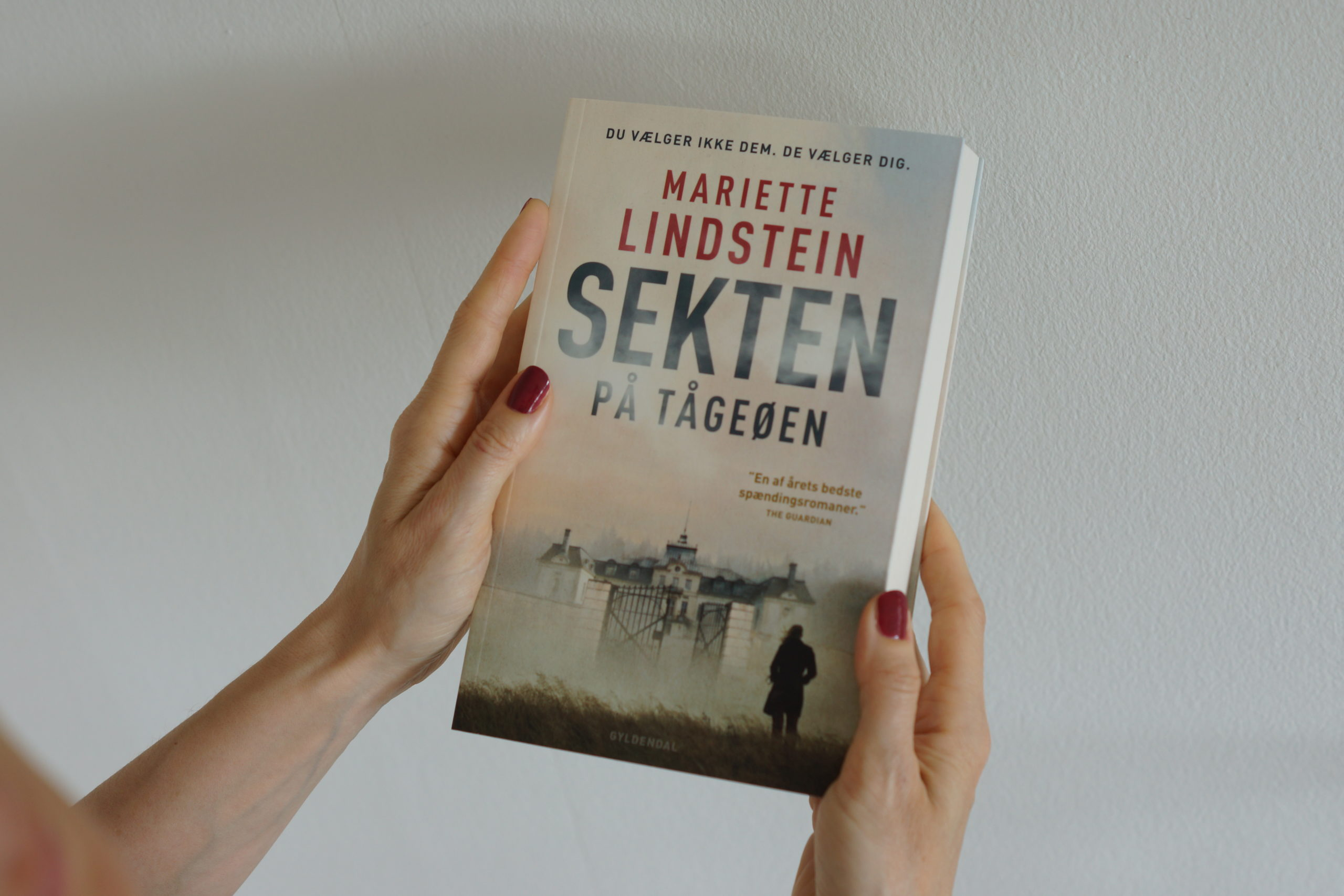sekten på tågeøen gyldendal roman boganmeldelse kulturmor